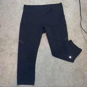 Black Lululemon Luxtreme crop leggings w/ pockets!